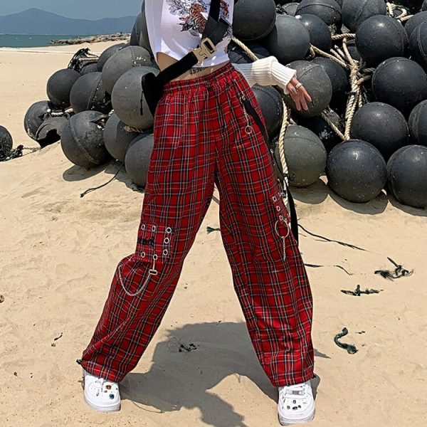 Plaid cargo pants with chain 7