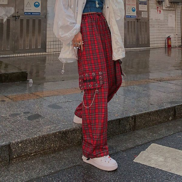 Plaid cargo pants with chain 12