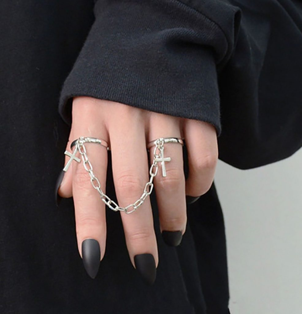 E-girl E-boy Rings set with chains and cross