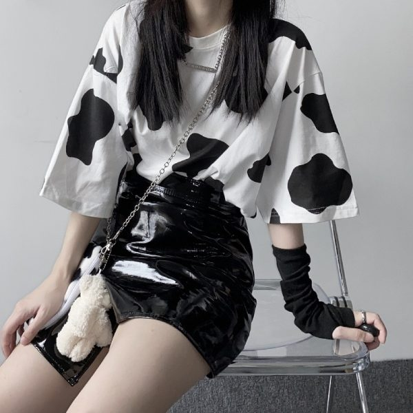 Loose T-shirt with Cow print 2
